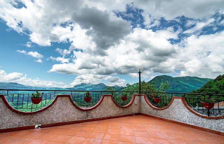 Castelluccio Superiore的民宿