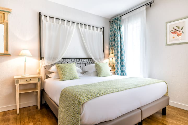 Elegant room next to the Champs-Elysées w/ free breakfast