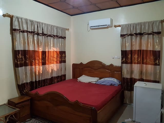 A nice room i a quiet neigborhood in Kipé Conakry