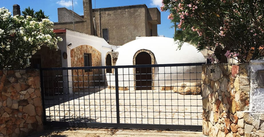 Trullo for 8 people 50 meters from the sea