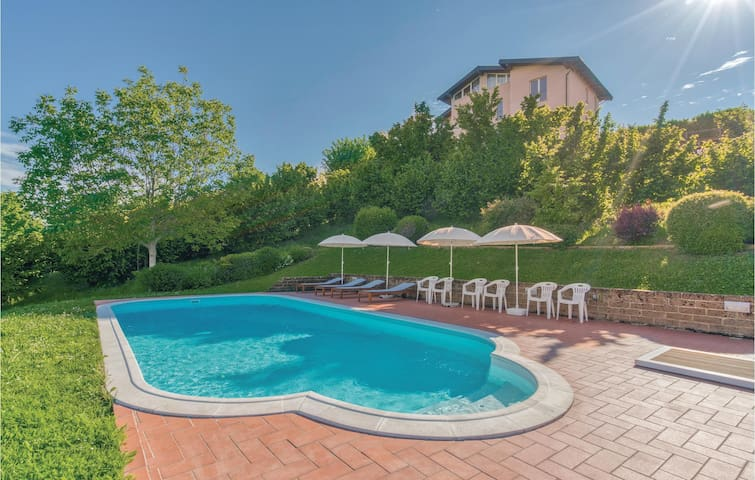 Holiday cottage with 6 bedrooms on 350m² in Lequio Tanaro (CN)