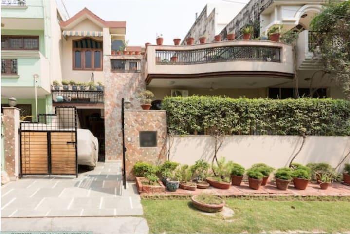 Noida的民宿