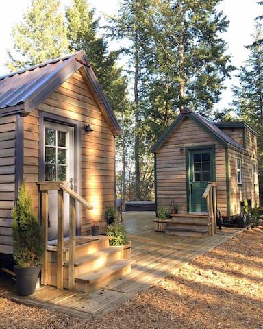 Shamrock & Thistle Ranch Luxury Tiny (Thistle)