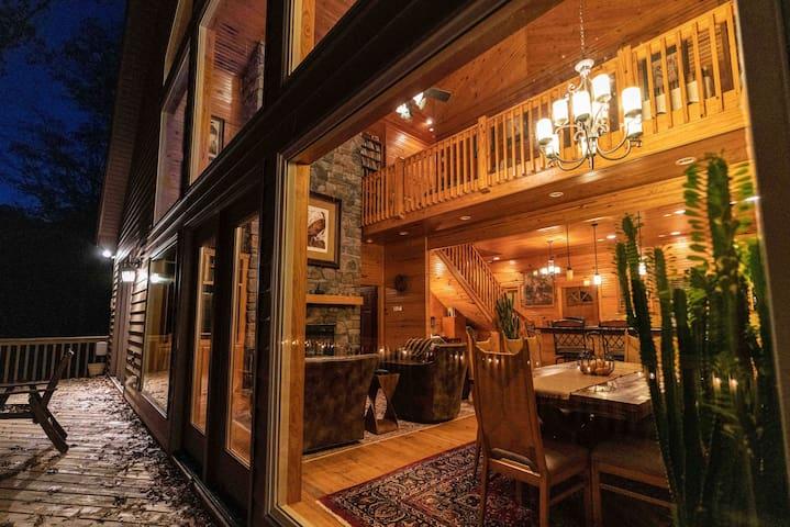Mountain Home--Spa, Deck, Relax-- Gold Star Winner