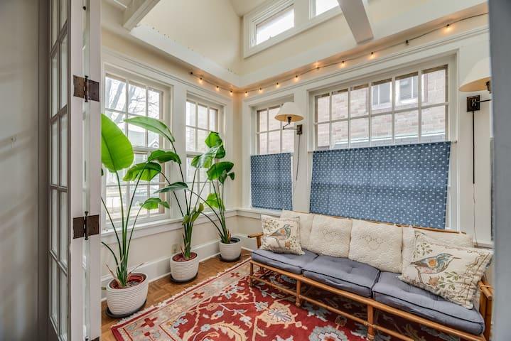 Historic Racine - Lovely Retreat Home