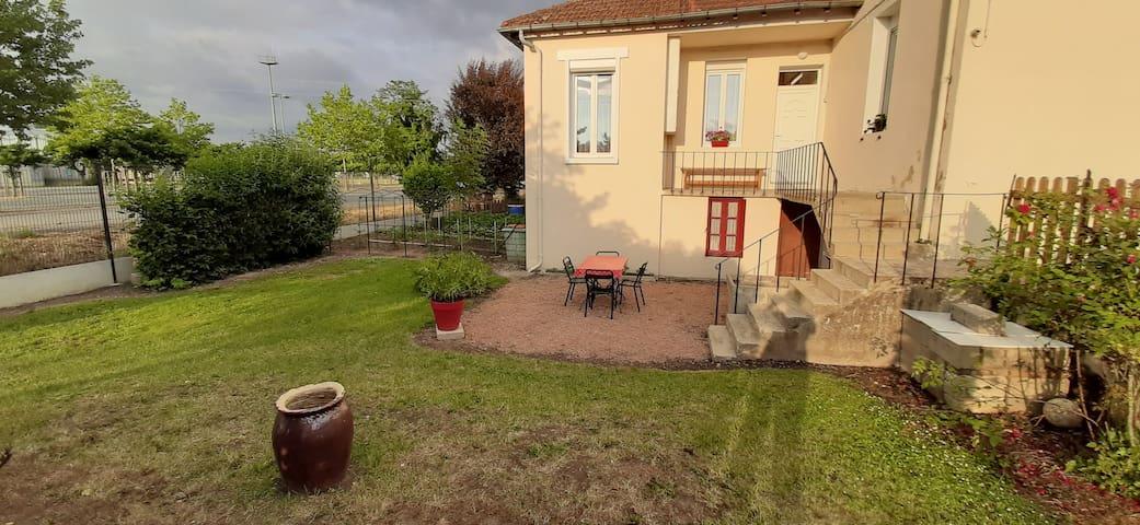 Saint-Pourçain-sur-Sioule的民宿