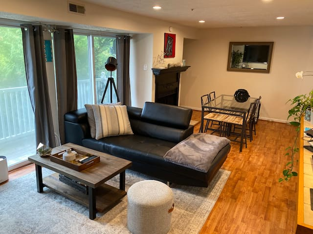 Private Room/Bath 5-minutes From Red Line