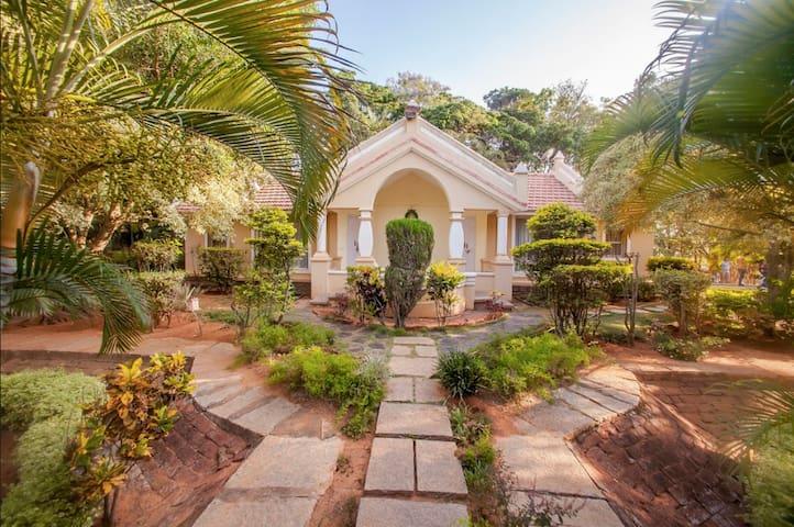 Krishnagiri的民宿