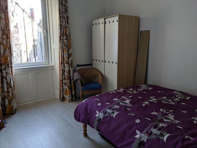Double bed, large room, near Haymarket Station