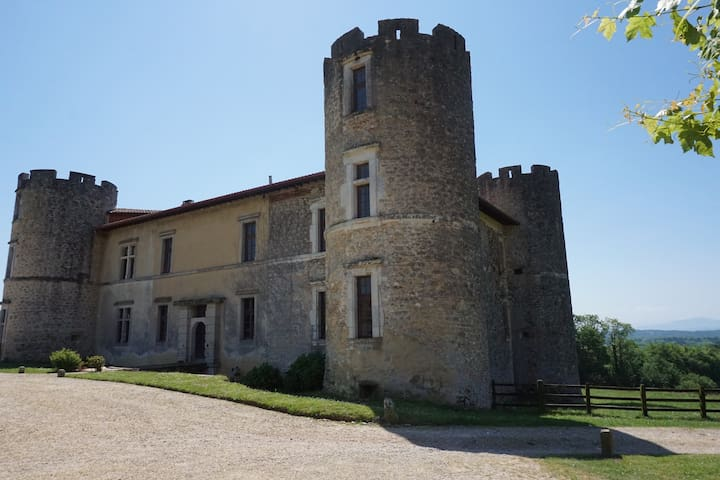 Saint-Martin-de-Hinx的民宿