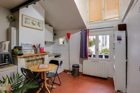 Charming studio in the Marais Quiet
