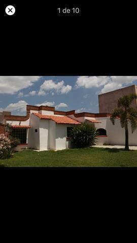 Villas de Irapuato的民宿
