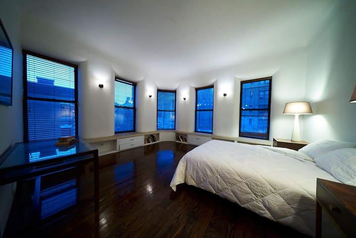 Beautiful Sunlit Retreat in Manhattan