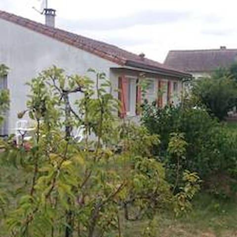 Bouresse的民宿