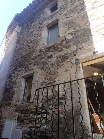 Saint-Nazaire-de-Ladarez的民宿