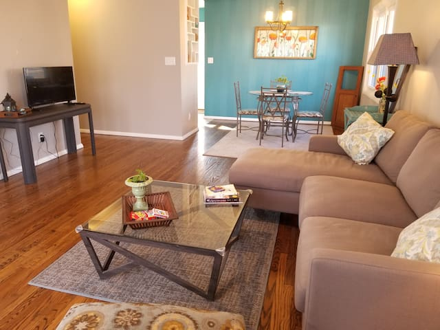 Adorable 3 bdrm ranch home in the heart of Peoria!