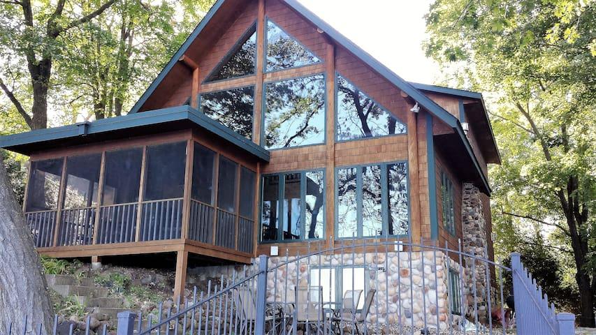 Lake Sylvia Lodge