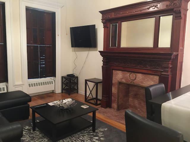 1 Bedroom Apt, West 69th St, bwtn BWay & Columbus