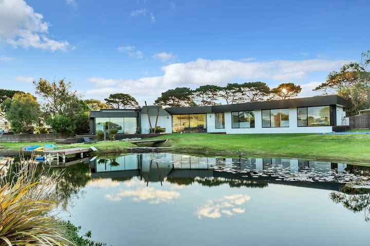 Lakehouse Estate is on 3 acres with private lake