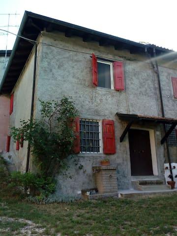 Castel D'aiano的民宿