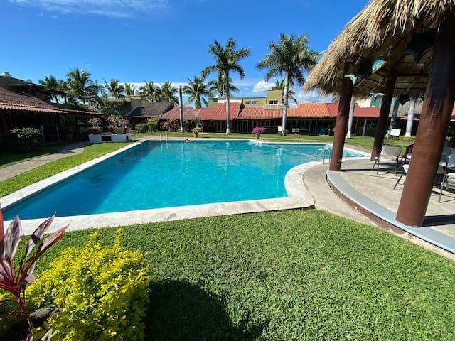 Casa en Manzanillo con alberca grande