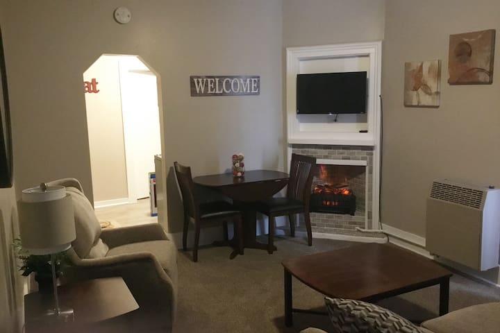 Plum Street Living- Cozy 1 Bedroom Apartment