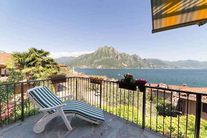 Holiday apartment with breathtaking lake view