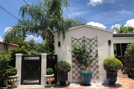 NEW COTTAGE WITH SPA-JACUZZI MIAMI CENTER BEACH