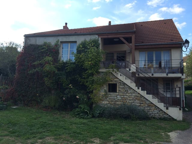 Foissy-lès-Vézelay的民宿