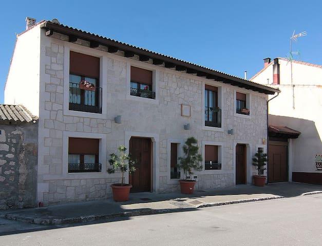 Montemayor de Pililla的民宿