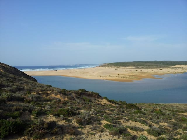 Carrapateira, Aljezur的民宿