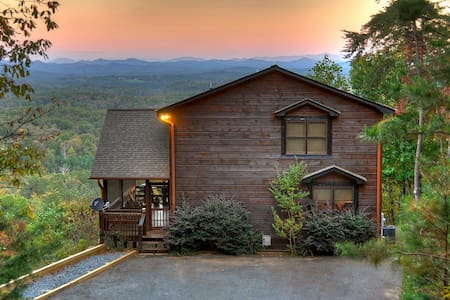 """""""The View"""" This is the cabin you have been looking for. The name says it all