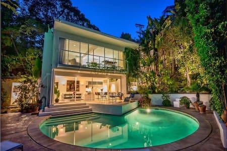 Honeymoon House in Hollywood Hills