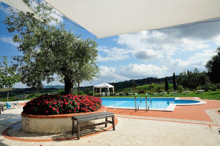 Lesignano的民宿