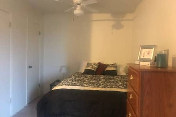 Private Cimarron Studio Apartment/Downstairs