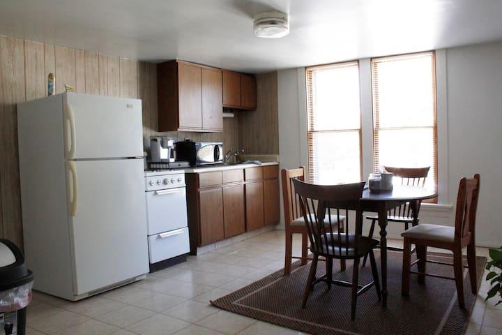 Comfortable, private apartment Bradley U & Airport