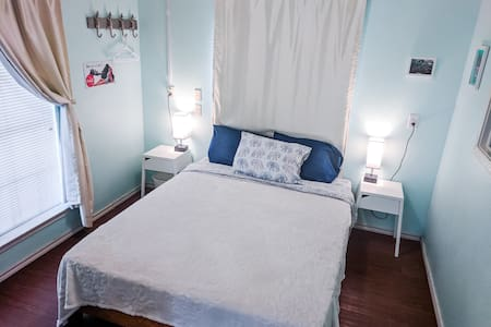 Private Apt! Affordable. Close to Airport & DT