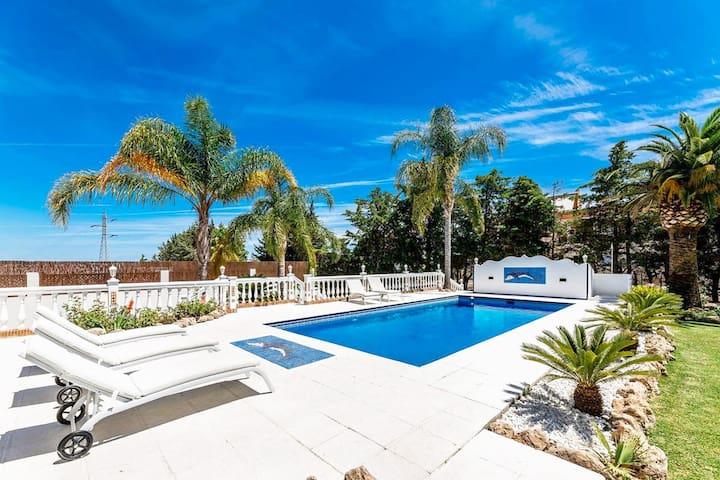 Amazing Andalucian Style Villa near Puerto Banús