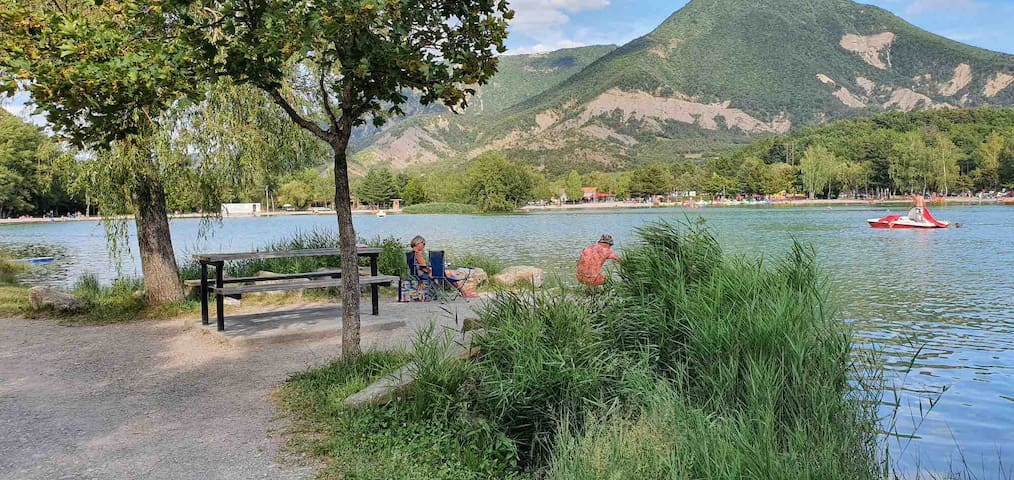 Maison au calme proche lac piscine activités randonné
