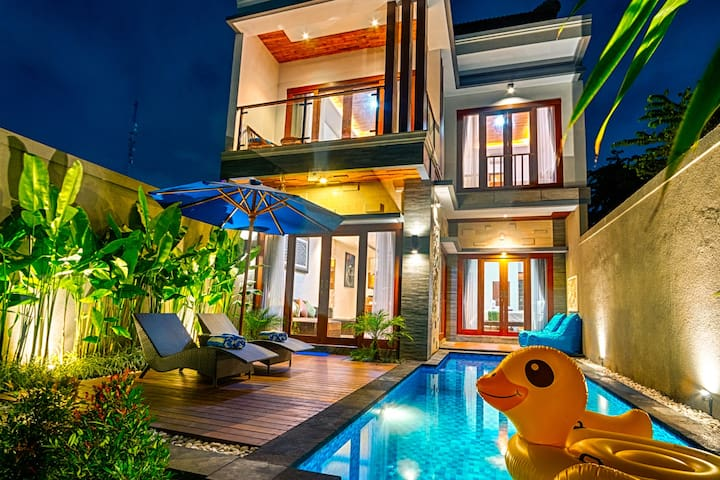 SEMINYAK NEW!! 3 Bedroom Private Pool Villa