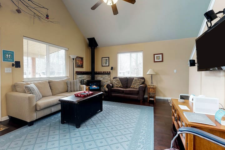Roomy, dog-friendly home w/ seasonal stream - easy access to outdoor activities!