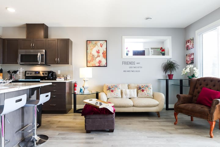 Modern Brand New 2 bedroom; Walkout Guest suite.