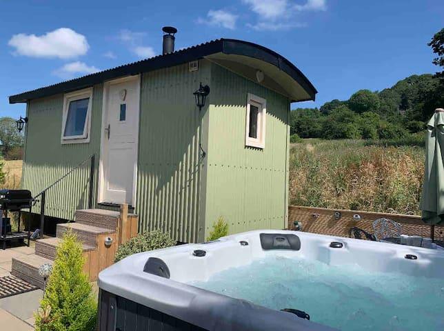 Romantic shepherds hut with hot tub Derbyshire