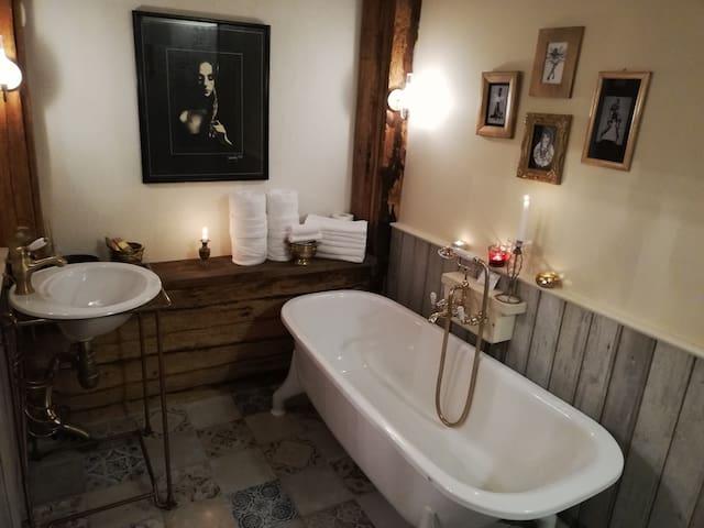 Vinoteegi Residents, Deluxe Room, Garden & Privacy