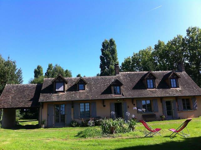 Saint-Michel-de-Chavaignes的民宿