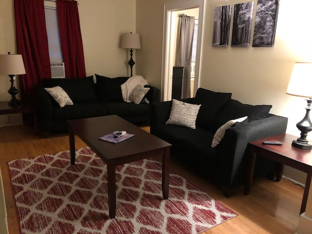 Cozy upper apartment 2.4 miles from Lambeau.