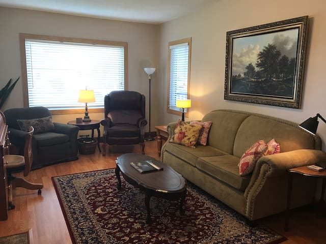 What's on 2nd? 2 BR near S. Sask. River & Downtown