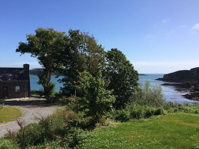 Castlehaven, Cottage by the Beach