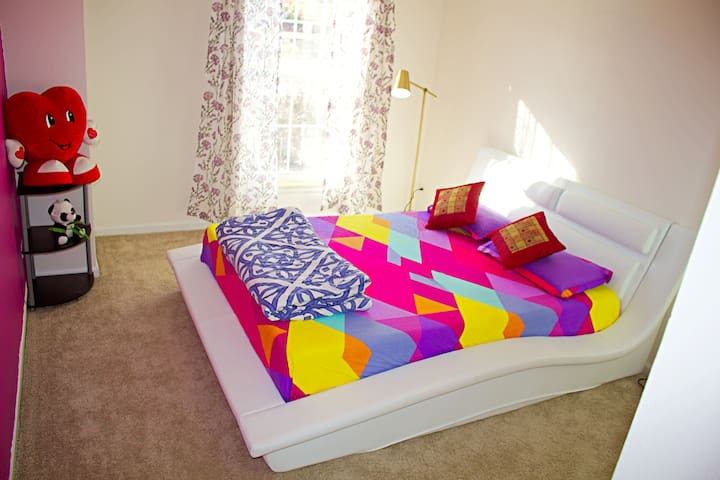 Private Luxury Room in West Chicago - Schaumburg