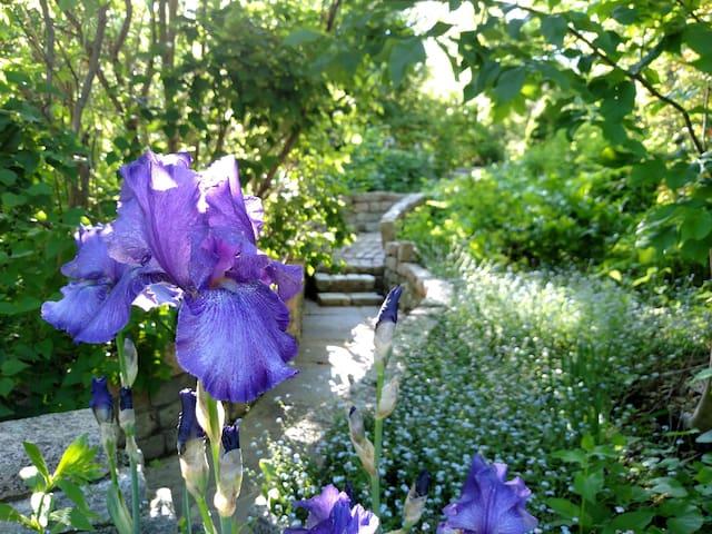 Maine Mystic Gardens, Family Friendly Suite